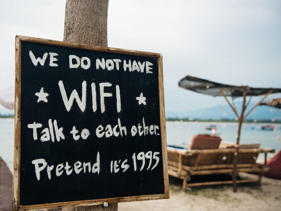internet addiction wifi beach paradoxic