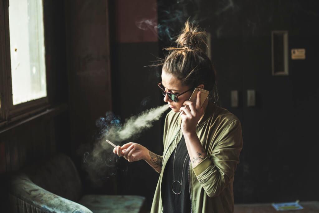 girl smoking person woman phone vaping problems